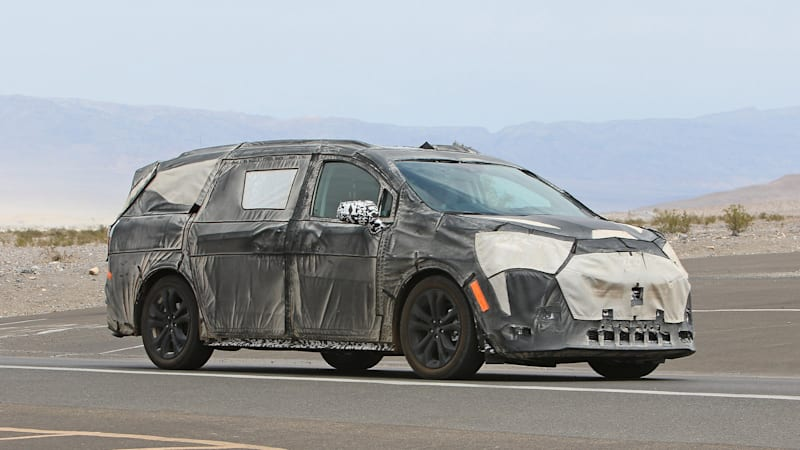 2021 toyota sienna spy photos from death valley autoblog 2021 toyota sienna spy photos from