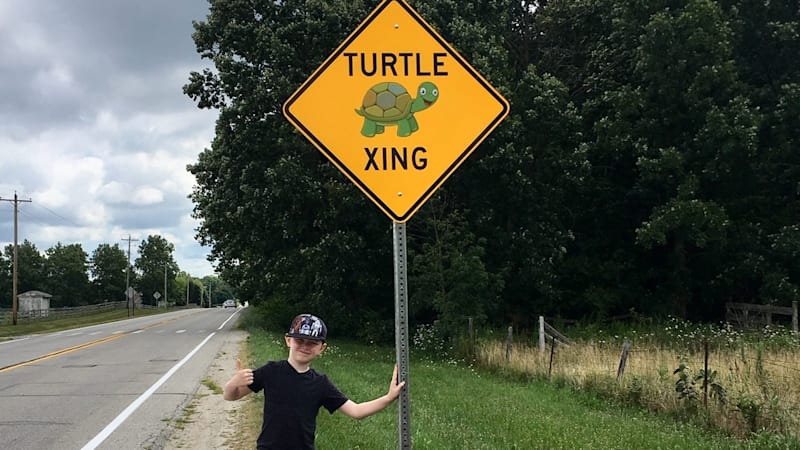 Indiana boy convinces mayor to put up turtle crossing signs