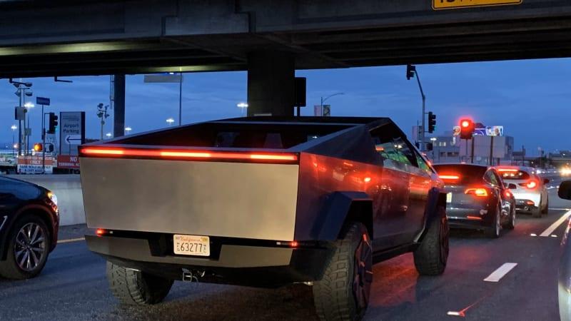 Tesla Cybertruck looks like an alien spaceship on L.A.'s 405