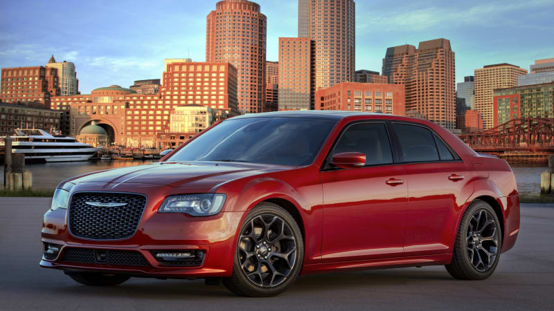 2020 Chrysler 300 gets new colors, a new package, and new prices