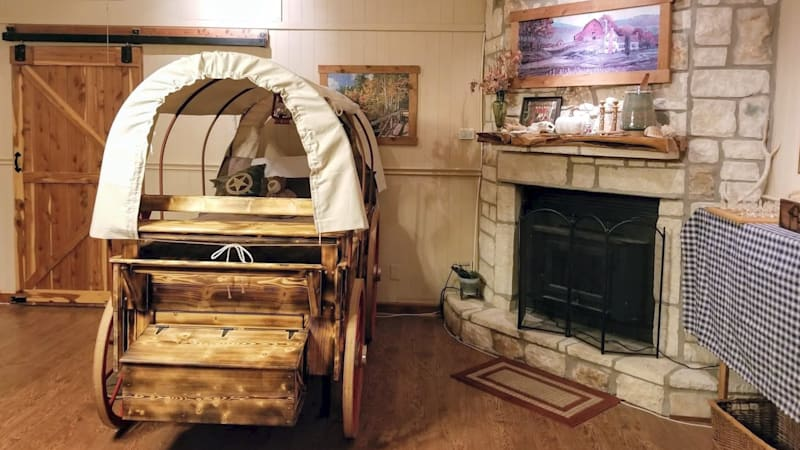 This pioneer wagon bed will transport you to the Wild West of your dreams