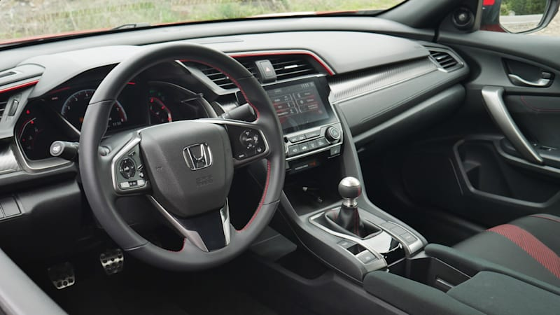 2020 honda civic coupe interior driveway test space features infotainment storage autoblog 2020 honda civic coupe interior