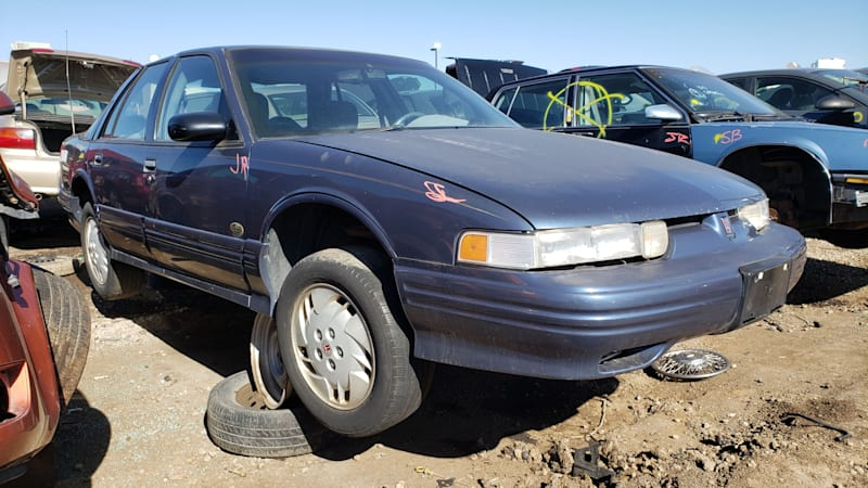 junkyard gem 1996 oldsmobile cutlass supreme sedan phoenix open edition autoblog 1996 oldsmobile cutlass supreme sedan