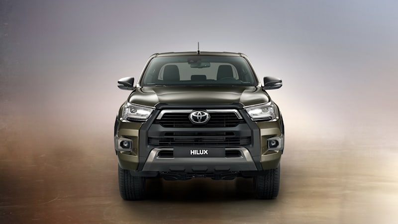 Toyota updates Tacoma-sized Hilux with rugged new look, 2.8-liter turbodiesel