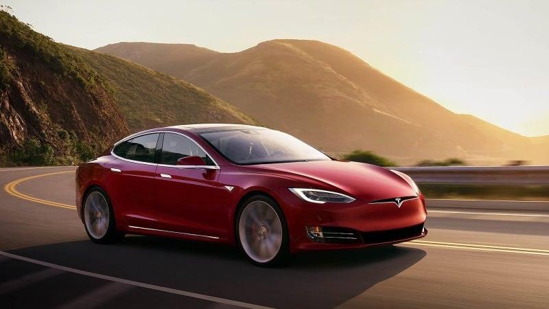 Информационно-развлекательное обновление Tesla получает скидку 40% после отзыва NHTSA