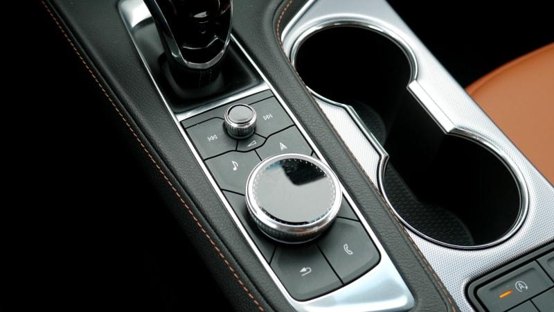 2021 Cadillac CT4 infotainment control knob