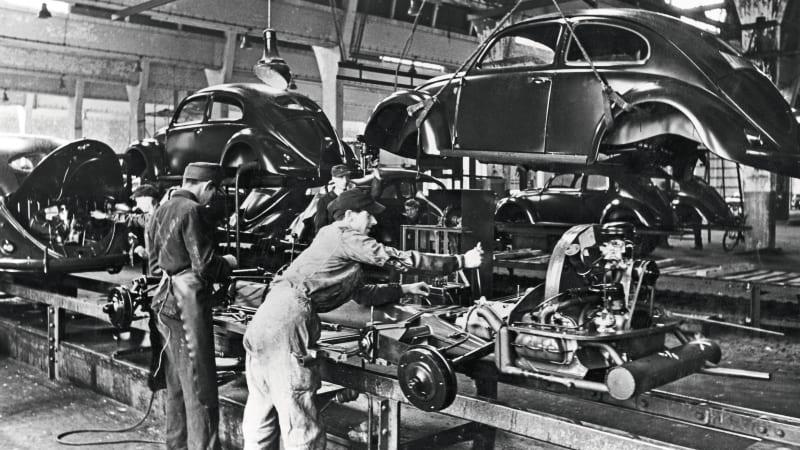 volkswagen-beetle-type-1-production-line2.jpg