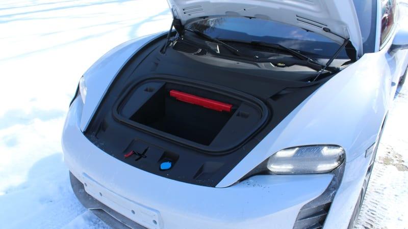 Первая поездка Porsche Taycan 2021 года | Ммм, электрические снежные пончики