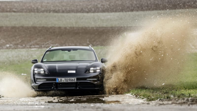 Porsche представляет электрический универсал 2022 Taycan Cross Turismo