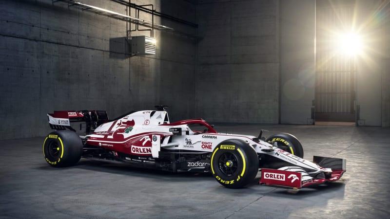 Команда Alfa Romeo F1 представила автомобиль 2021 года, но ограничит обновления до 2022 года