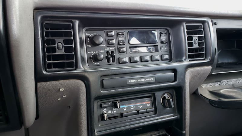 Жемчужина свалки: Dodge Caravan 1992 года с 5-ступенчатой механической коробкой передач