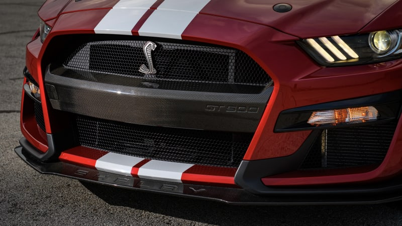 Ford Mustang Shelby GT500 adds carbon fiber accessories