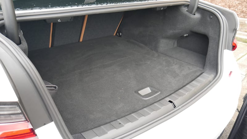 BMW 330e trunk floor up
