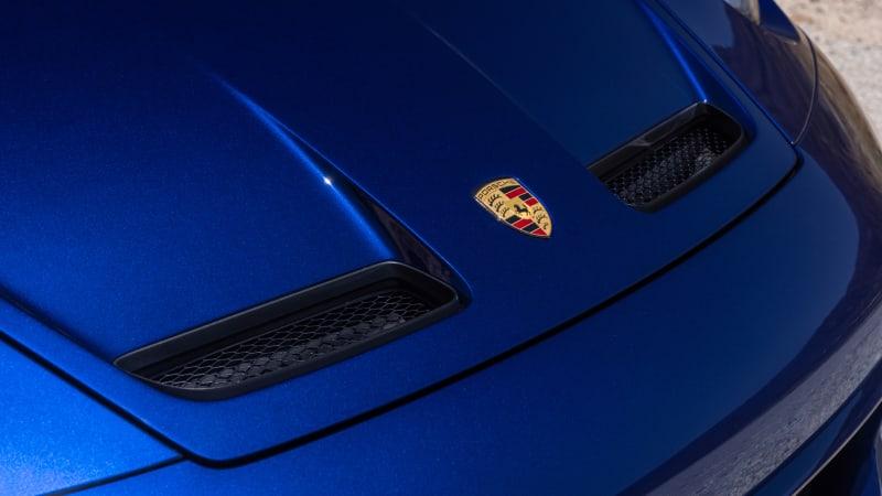 2022 Porsche 911 GT3 Touring hood