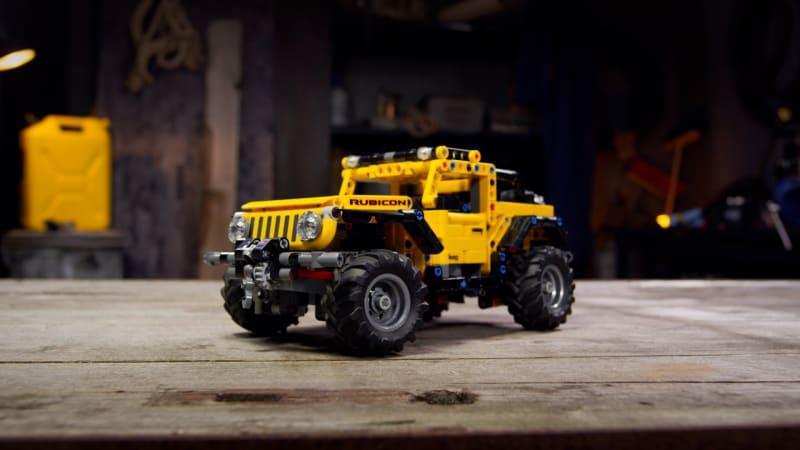 LEGO Technic Jeep Wrangler станет отличным дополнением к любой коллекции.