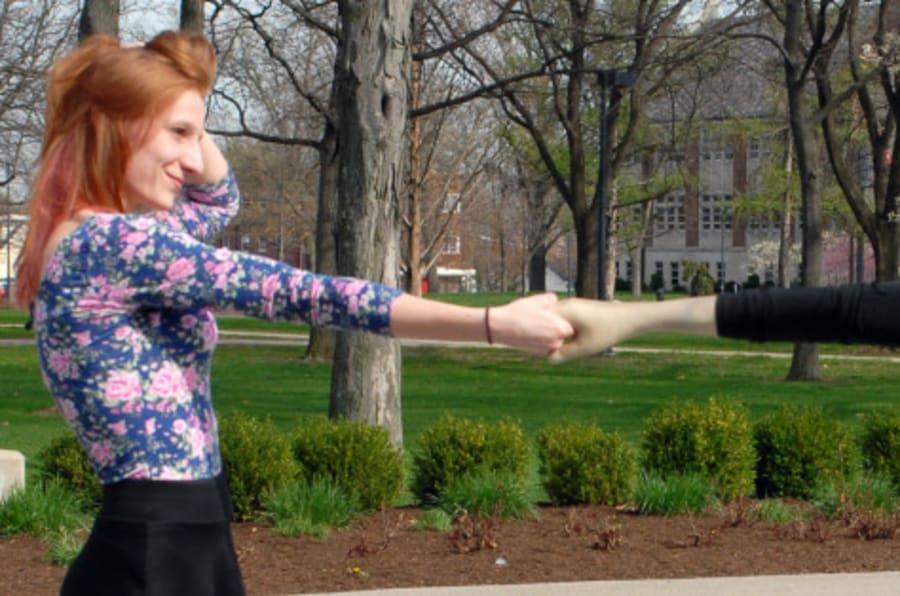 Que no parezca que es una autofoto! El brazo-\'selfie\' es la solución ...