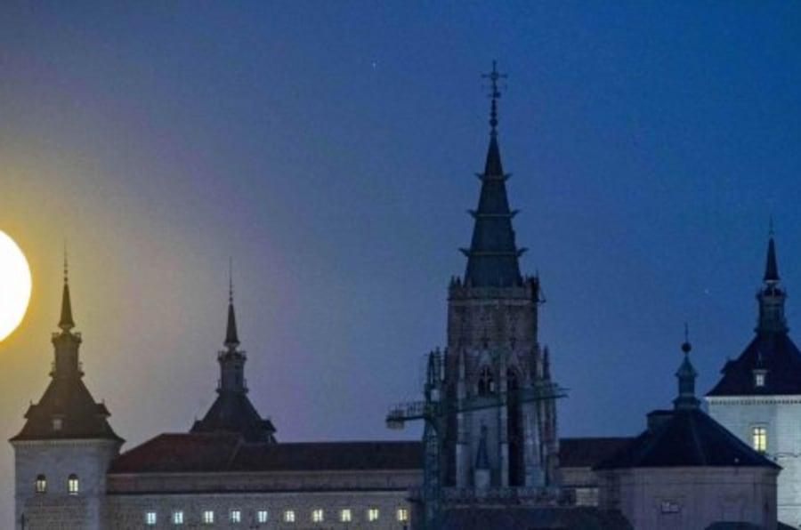 17 fotones que muestran la superluna alrededor del mundo
