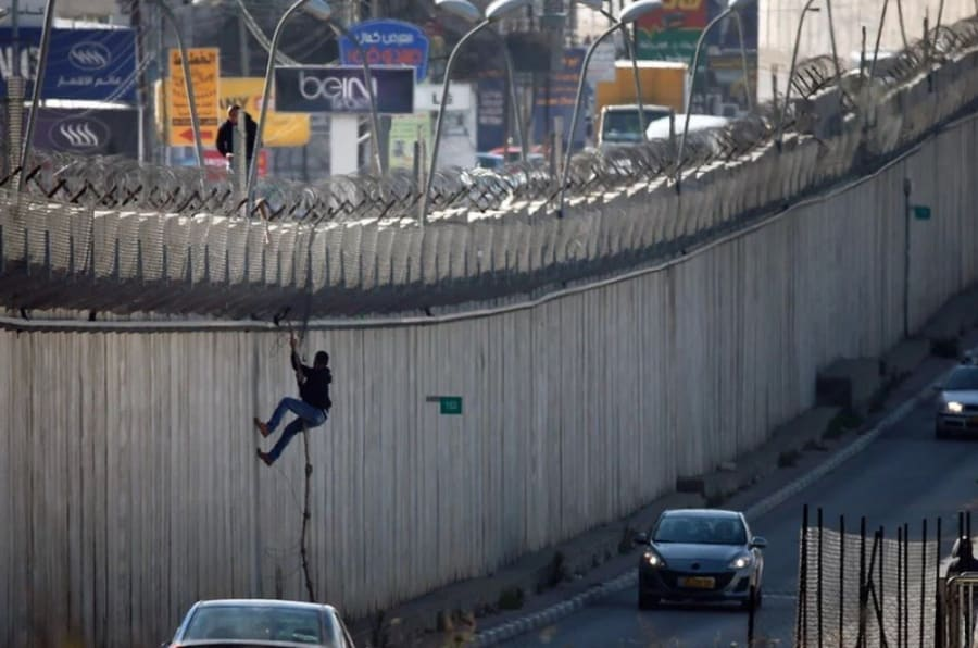 Resultado de imagen de barrera israelí de cisjordania entre israel y los territorios palestinos