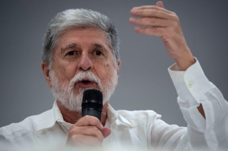 Ex-ministro de Relações Exteriores e da Defesa nos governos petistas, Celso Amorim defende união da esquerda para evitar regime fascista no Brasil.