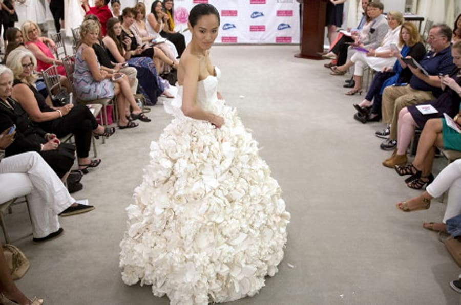 Robes de mari e les plus belles cr ations en papier - Comment fabriquer une coupe du monde en papier ...