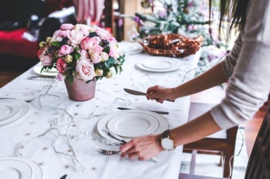 C mo poner la mesa en navidad olv date del m vil for Como colocar los cubiertos en la mesa