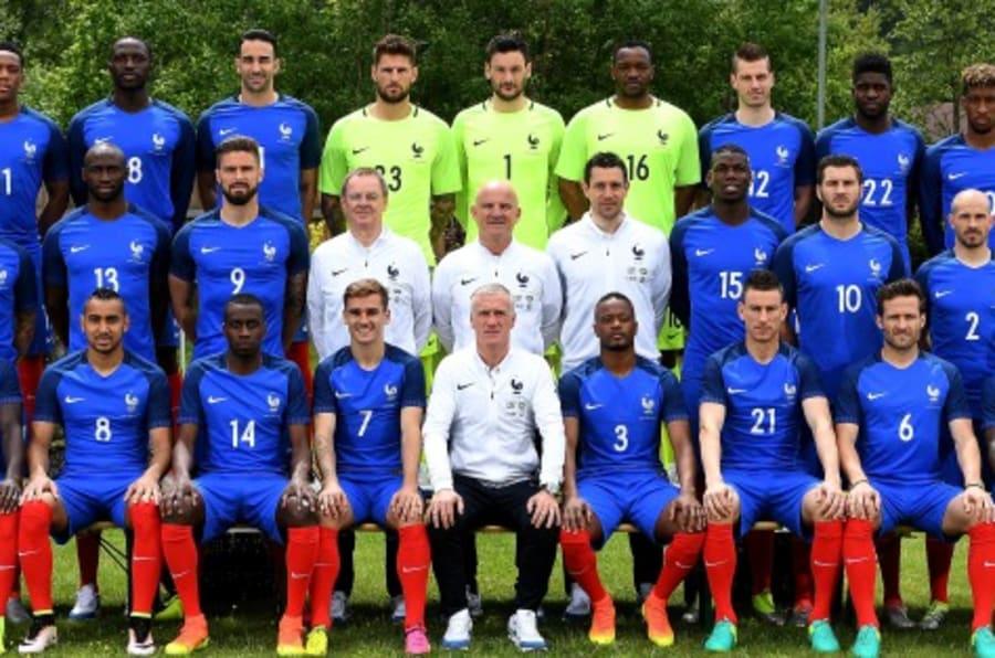 d couvrez tous les joueurs de l 39 quipe de france dans la photo officielle de l 39 euro 2016