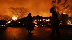 As imagens do vulcão que transformou uma rua em um 'mar de lava' no