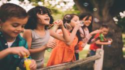 Niños dan lecciones de vida sobre el ahorro a sus