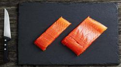 Un amateur de sushis a sorti un parasite de 5 pieds de son