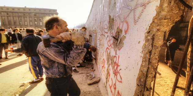 Berlin Wall tra Brandenburg Gate e Reichstag, novembre 1989.