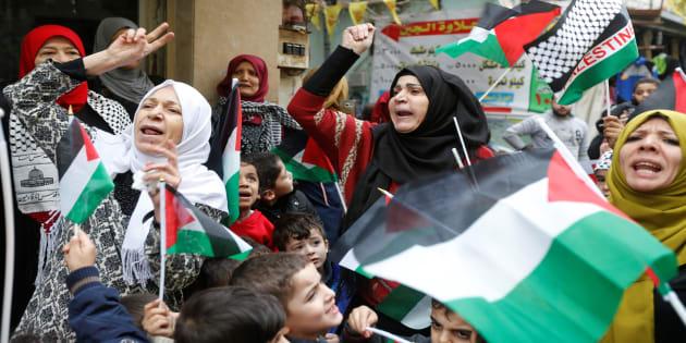 Palestinian women in Burj al-Barajneh refugee camp in Beirut, Lebanon, December 6, 2017. REUTERS/Mohamed Azakir