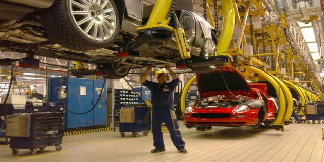 Crolla il settore auto in Europa, pesa sospetto cartello in Germania