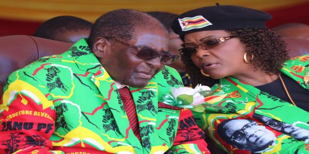 Zimbabwean President Robert Mugabe speaks with his wife Grace during a rally in Marondera, Zimbabwe, June 2, 2017. Photo: REUTERS/Philimon Bulawayo
