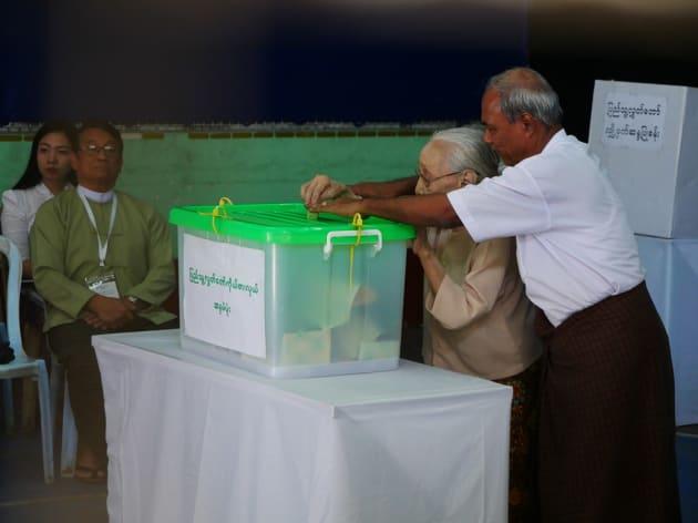 投票所に多くの人が訪れた=11月、ヤンゴン、染田屋竜太撮影