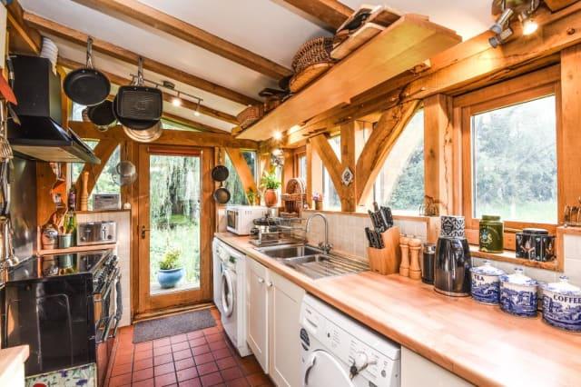 The green oak kitchen