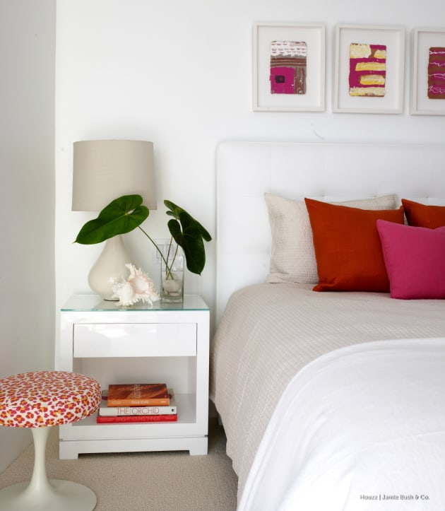 Eric Roseff Design: Ǵ�敵なベッドサイドテーブルのある寝室48選
