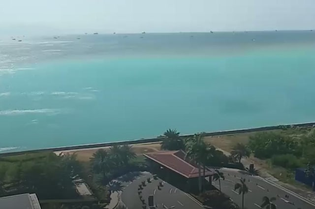 Manila Bay turns stunning turquoise in head-scratching surprise