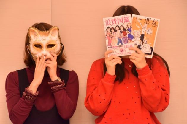 劇団雌猫のひらりささん(左)とかんさん(右)