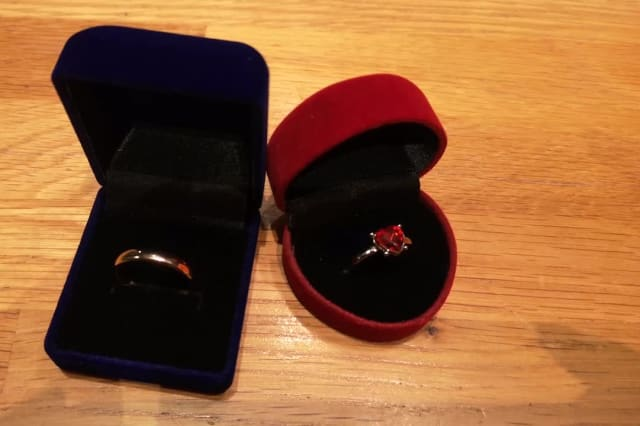 UK discount chain Poundland sells £1 engagement rings for leap year proposals