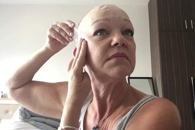 Woman gives hilarious tutorial on how to give yourself an at-home 'facelift'