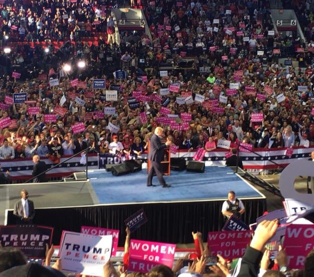 「ノースカロライナ州で行われたトランプ大統領(当時は候補者)の演説会場にて(2016年)」