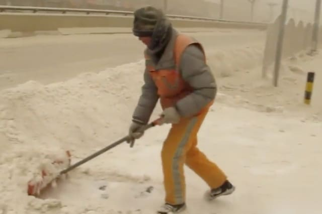 Cold snap and dust storms blanket China's far northwest in 'yellow snow'