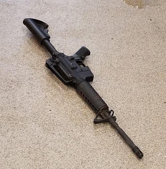 現場の路上に落ちていたライフル銃