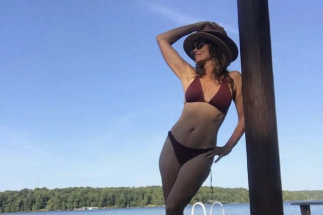 Cindy Crawford's bikini photo. (PHOTO: Screenshot from Instagram)