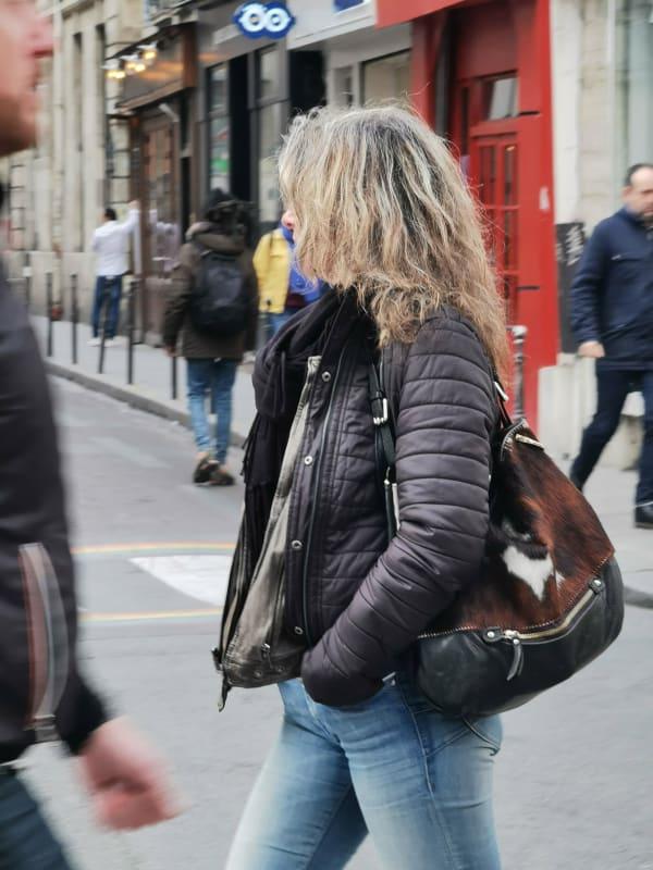通りすがりのワイルドなマダムを撮影
