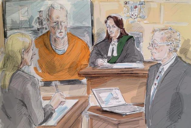 Dans ce croquis, le tueur en série Bruce McArthur comparaît par vidéo devant un tribunal de Toronto en...