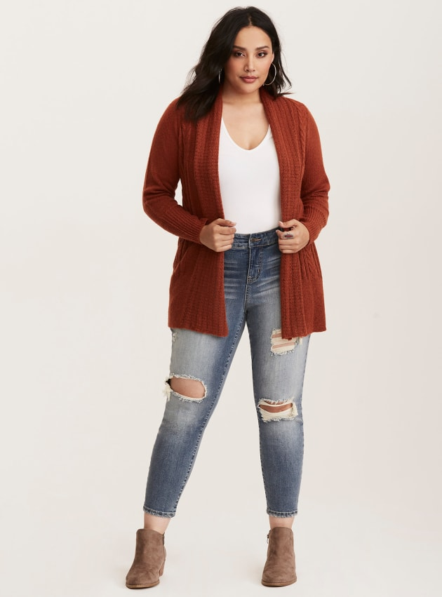 bb69a3bf29348 7 Retailers That Sell Jeans For Curvy