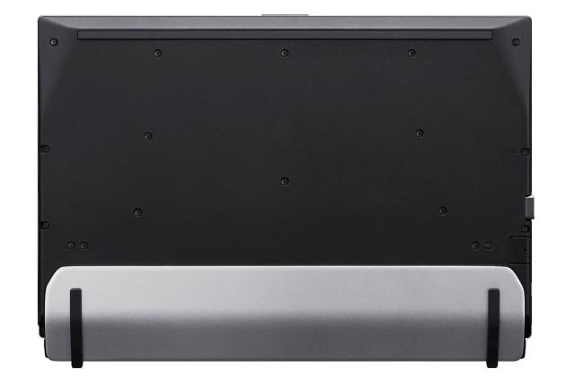 ▲底面からの画像。シルバーの部分が「Stabilizer Flap」。閉じた状態だと本体に密着しており、手に持っても違和感はない