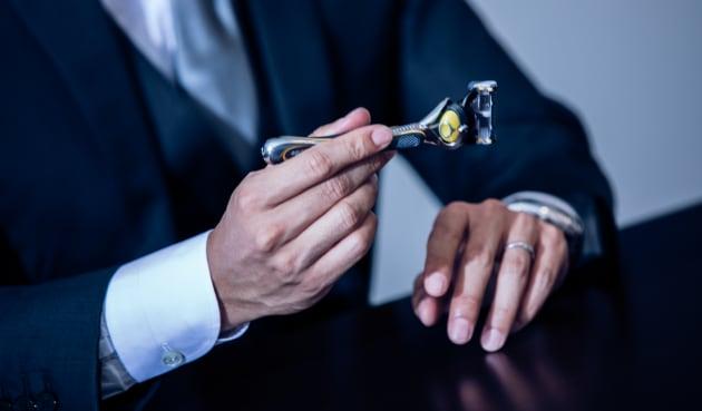 愛用しているジレット プロシールドは「深剃りがスムーズ」「握りやすく操作性が高い」と話す。