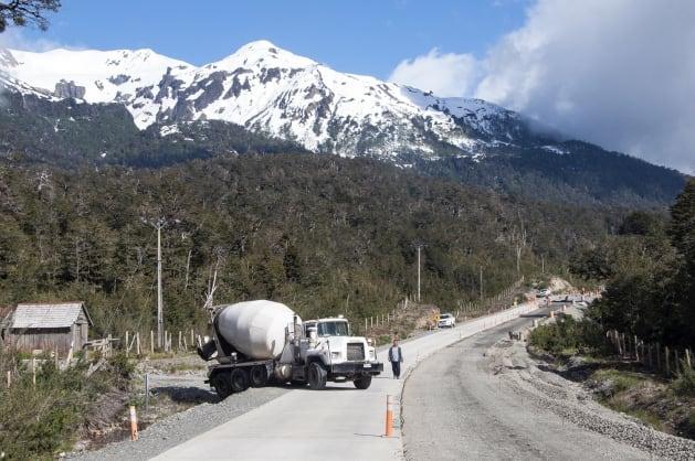 トラックが道をブロック